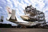 Nakládání Atlantisu na B-747 před OMDP