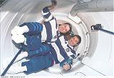Cabana a Krikaljov při prvním vstupu do ISS (10.12.1998)