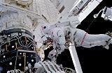 Lopez-Alegria při EVA-2 (16.10.2000)