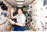 V.Tokarev (RKA) při práci v modulu Zarja (01.06.1999)