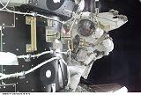Curbeam při EVA-2 (12.02.2001)