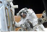 Jones při EVA-2 (12.02.2001)