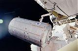 Připojování modulu Destiny k ISS (10.02.2001)