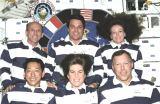 Tradiční společná fotografie posádky na oběžné dráze (18.02.2000)