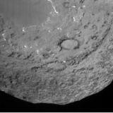 Kometa Tempel 1 viděná z impactoru při přibližování (04.07.2005)