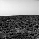 Jden z prvních snímků pořízených sondou Phoenix na povrchu Marsu po přistání (26.05.2008)