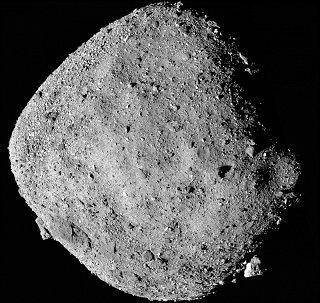 Celkový snímek planetky Bennu ze sondy OSIRIS-REx
