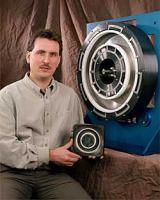 Experimentální iontový motor využívající Hallova jevu