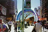 """Vstup do """"červí"""" díry podobný vstupu do metra velkoměsta asi zůstane navždy jen fantazií malíře."""